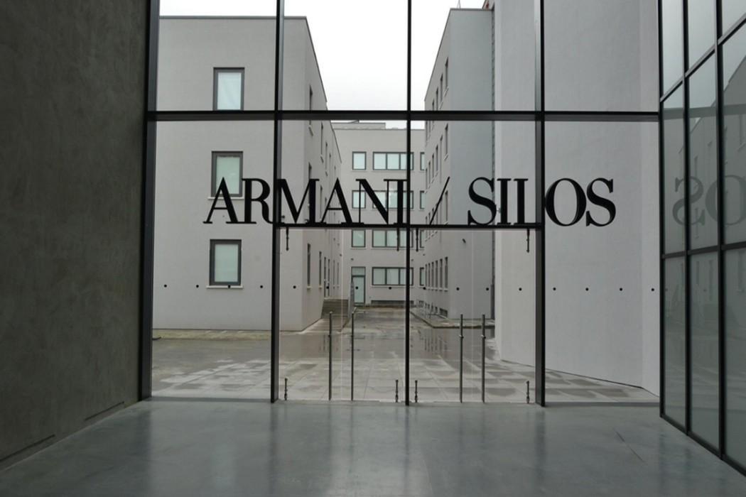 Silos armani quarant 39 anni di moda costume splendori for Giorgio armani architetto